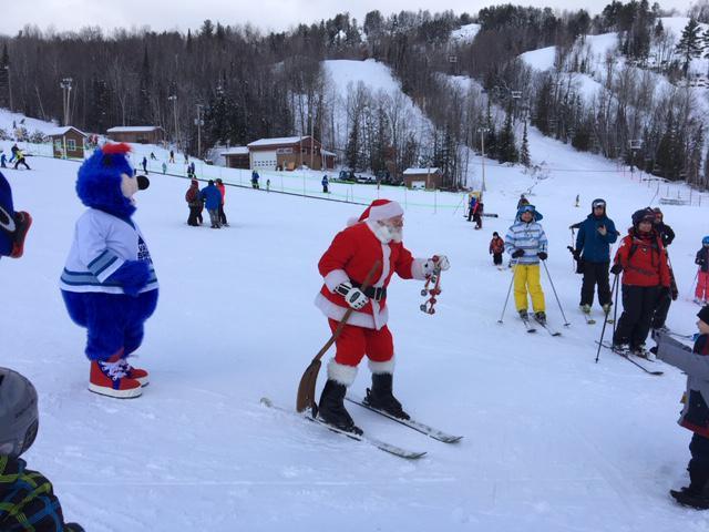 Ski Val Saint-Côme.  Ambiance des fêtes à la montagne.  Le 15 décembre 2018.