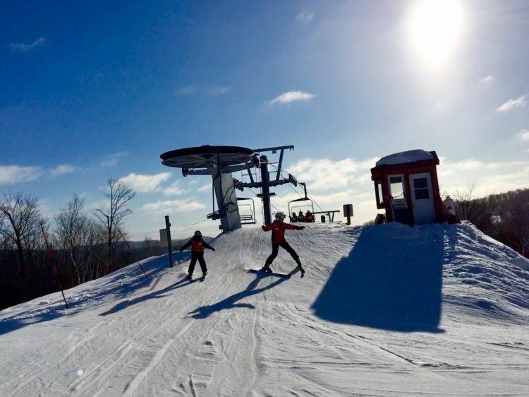 Sommet Morin Heights – Ciel bleu, soleil radieux et vent à écorner les airs de bœufs! 29 décembre 2018.