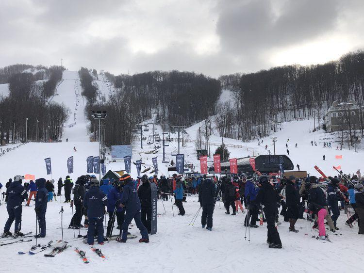 Ski Bromont.  Une belle journée achalandée.  Le 16 février 2019