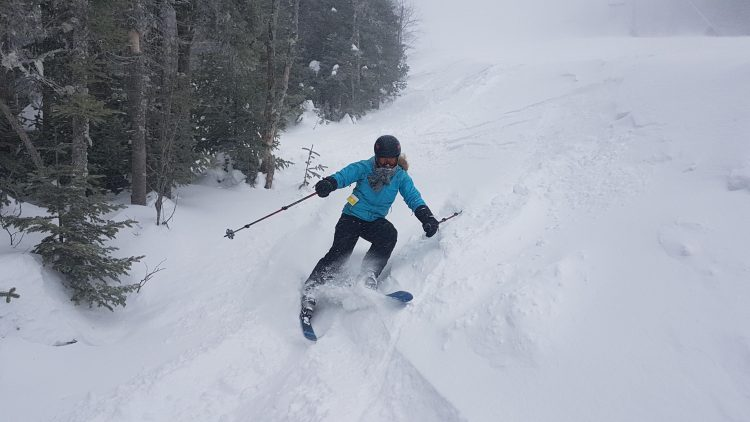 Massif de Charlevoix – Dans la tempête et la neige tombe à l'horizontale – 27 février