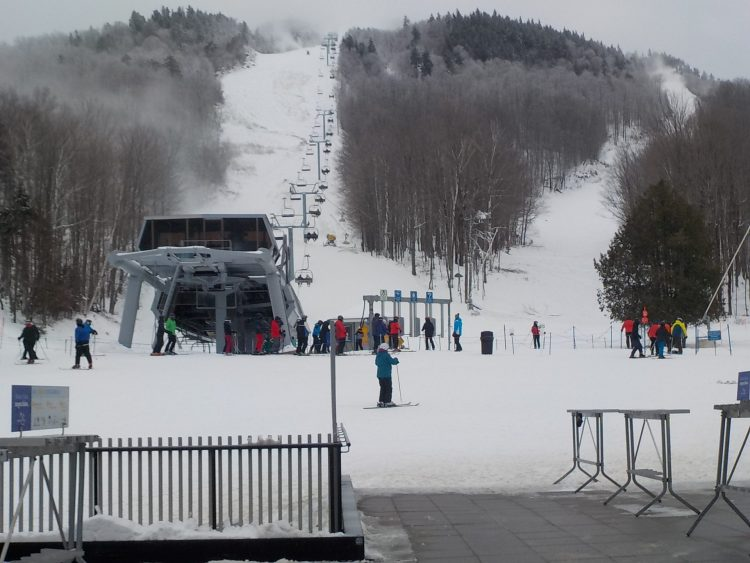 Montagne Owl's Head, le 11 janvier 2021. Bonnes conditions dues aux canons à neige.