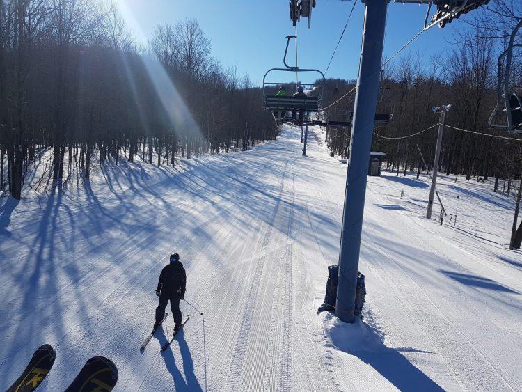 Ski Bromont –Vendredi, le 26 février sous un ciel bleu magnifique