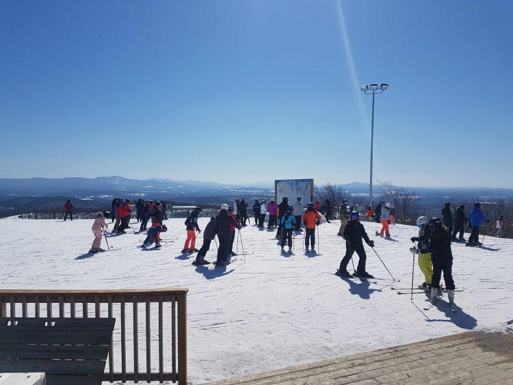 Un bel après-midi sous le soleil à ski Bromont Montagne d'Expérience–19 mars 2021