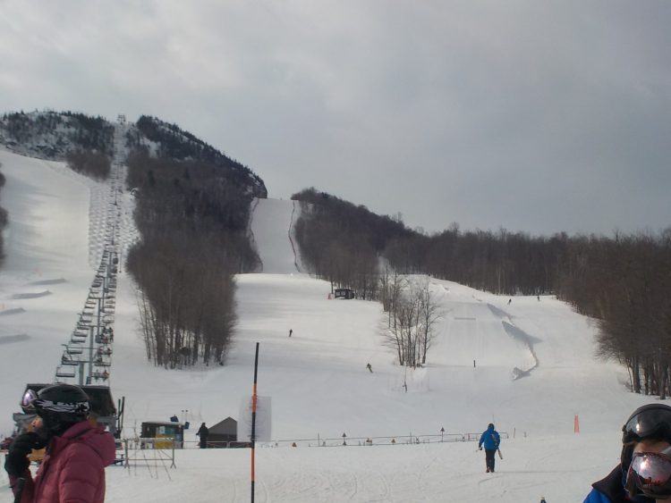 Mont ORFORD, Jeudi le 11 Mars, Déjà du ski de printemps en hiver.